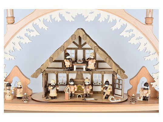 Lenk - candle arch house of the Ore Mountains with winter children and light